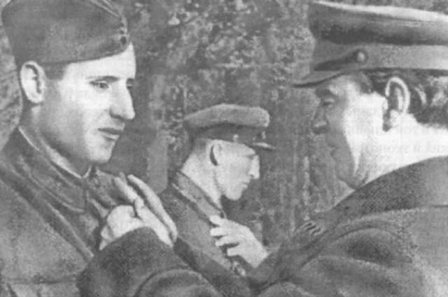 В июне 1941 года Иван Середа был поваром 91-го танкового полка 46-й танковой дивизии 21-го механизированного корпуса Северо-Западного фронта. В один из дней Иван он работал на полевой кухне, как вдруг прибежал связной от комбата и сообщил о новой атаке немцев. Все ушли на подмогу, а Иван остался с кашей, как вдруг услышал шум приближающегося танка. Это были машины из состава 10-го танкового полка 8-й немецкой танковой дивизии.