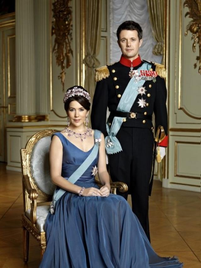 Фредерик, кронпринц Дании, граф Монпеза. Женат на Мэри Дональдсон, отец четверых детей - принца Кристиана, принцессы Изабеллы и близнецов Винсента и Жозефины.