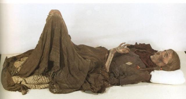 Таримские мумии. В пустынных местах Таримской впадины в Китае в начале XX века были найдены человеческие останки, примечательные тем, что принадлежали они европейцам.