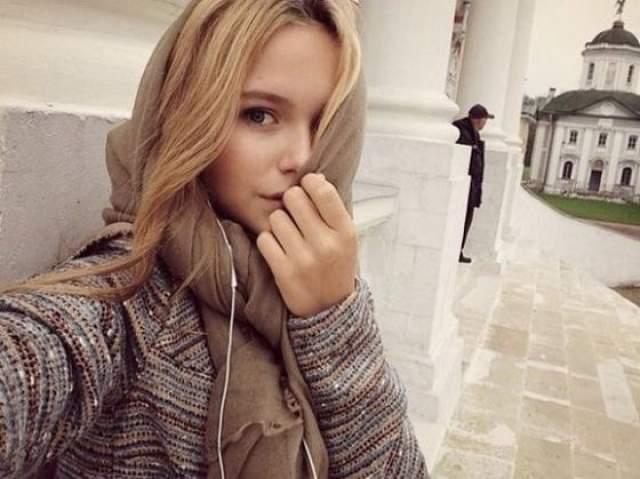 Творческая биография Стефании началась еще в подростковом возрасте, что не удивительно. Главным увлечением Маликовой уже несколько лет является моделирование одежды. Девушка уже пробовала себя и как фотомодель, рекламирую некоторые отечественные бренды одежды для подростков.