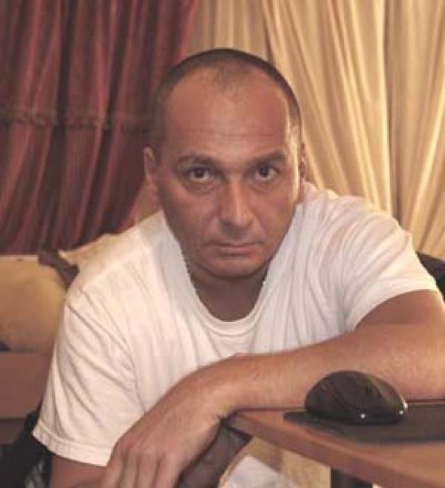 С 2003 года проживает в Нью-Йорке. Первоначально поехал туда в качестве туриста. Просил политического убежища. Виссарион Джугашвили принял такое решение в декабре 2002 года, после того как был избит неизвестными у подъезда дома в Тбилиси.