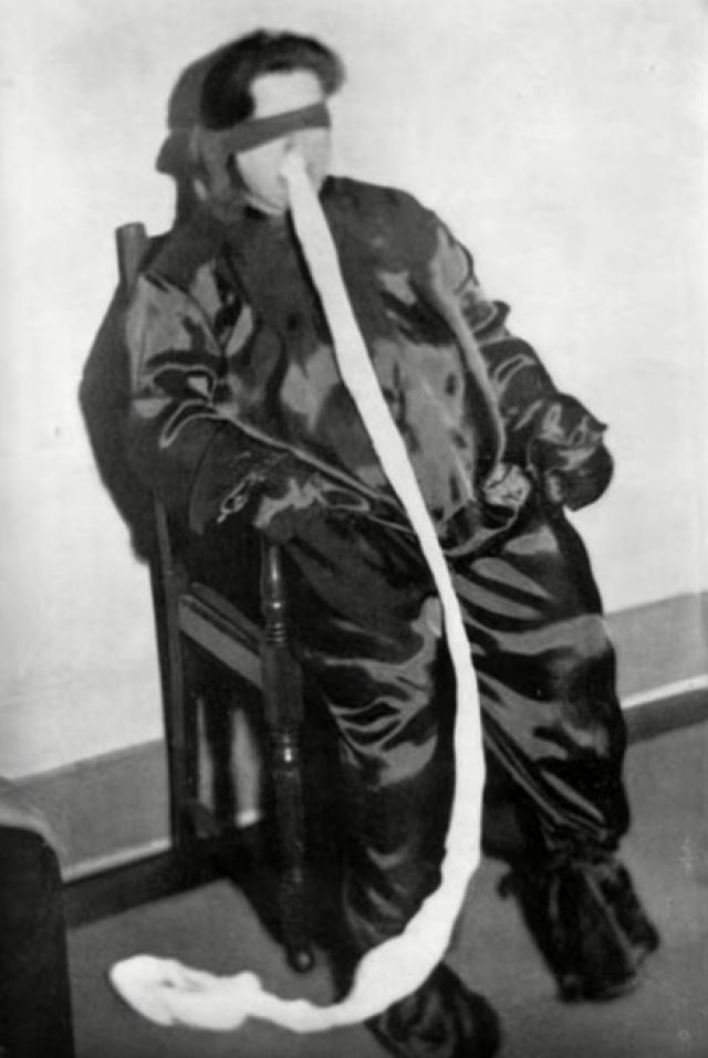 Однако, Дункан прославилась не только благодаря своему дару, но и тому, что она стала последней, кого осудили в Великобритании по так называемому Закону о колдовстве.
