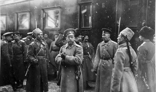 Во время Первой мировой, император постоянно выезжал на фронт да еще и часто вместе с сыном. Правда до передовой никогда не доезжал.