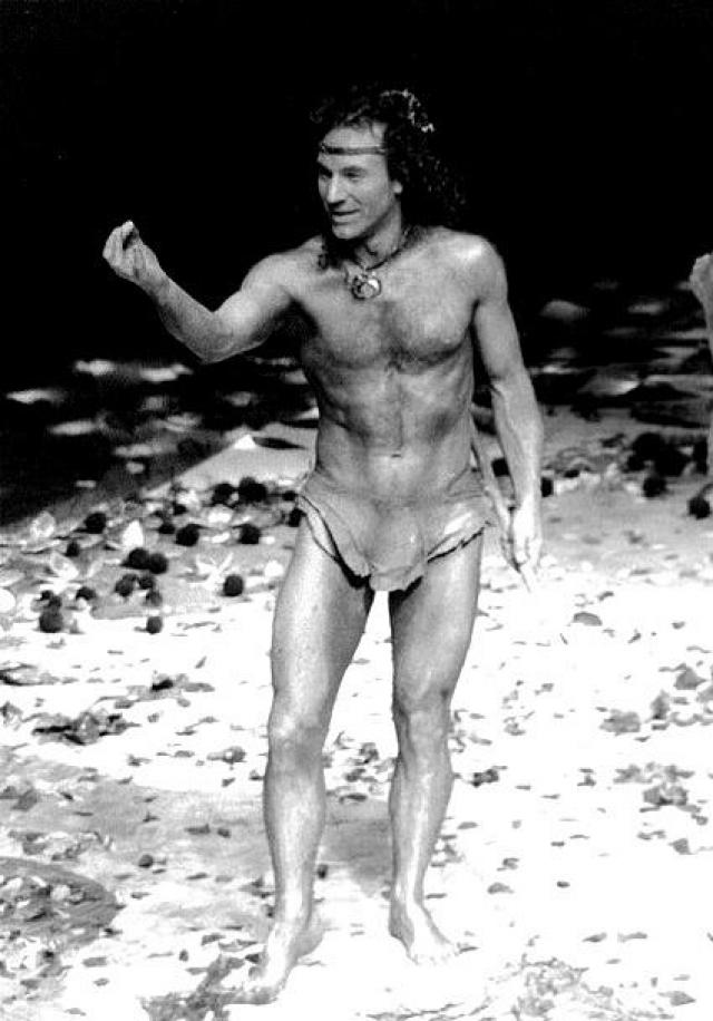 Патрик Стюарт. Британский актер театра, кино и телевидения был одним из основных актеров королевской Шекспировской труппы в течение 27 лет (с 1966 по 1993).