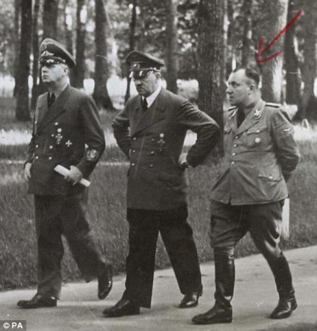 Мартин Борман. Нюрнбергский трибунал вынес ему приговор заочно, при этом его продолжали искать дольше всех, несмотря на показания о его гибели.