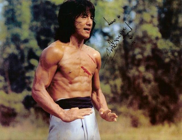 Долгое время Джеки снимался в азиатских фильмах. Причем был не только актером, но и постановщиком трюков, и каскадером одновременно.