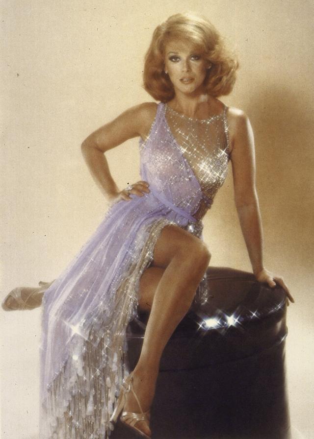 Хотя на самом деле роскошное тело принадлежало актрисе Энн-Маргарэт, а коллаж сделали в редакции журнала…
