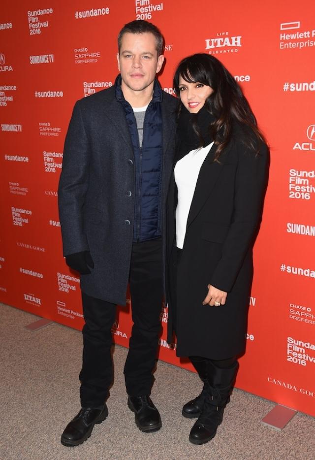 Их знакомство началось с того, что Лючиана сообщила актеру, что просто без ума от его фильмов. Вскоре после начала отношений девушка забеременела и 9 декабря 2005 года в Нью-Йорке Дэймон и Баррозо поженились.