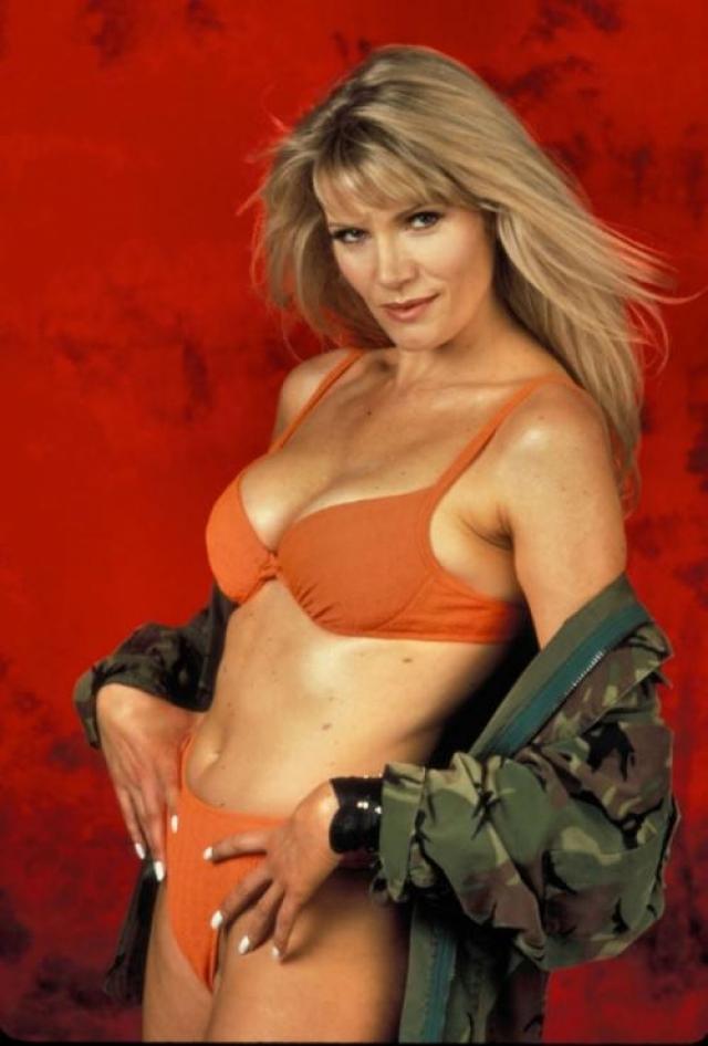 Лана Кларксон (1962-2003). Американская актриса и фотомодель умерла 3 февраля 2003 года в особняке своего продюсера Фила Спектора, который выстрелил ей в рот.
