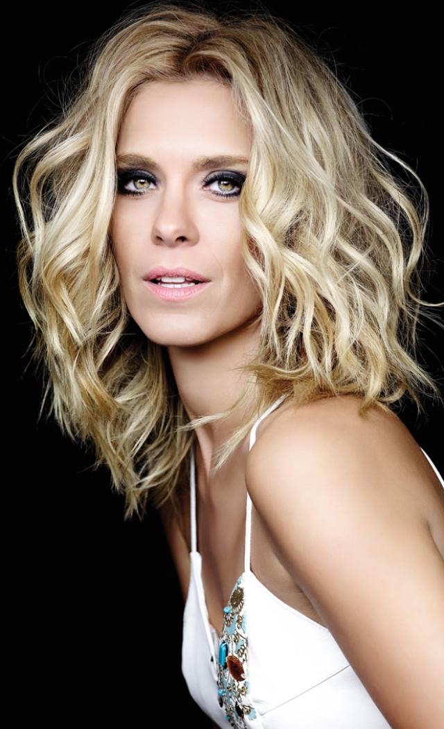 Сейчас актрисе 37, она снимается в кино и работает моделью.