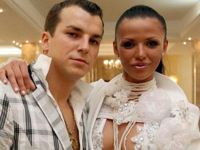 В 2009 году Александр Курышко женился, подрабатывал все тем же стриптизером.