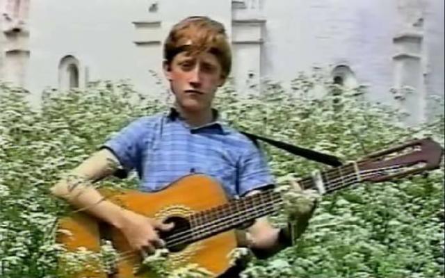 У Максима с двух лет была очень сильная астма, как и у отца. Родители узнали: чтобы ее вылечить, нужно играть на духовых инструментах и петь. В 9 лет Максим сочинил первую песню.