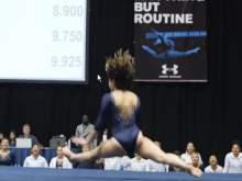 Невероятный шпагат гимнастки заставил зрителей ахнуть