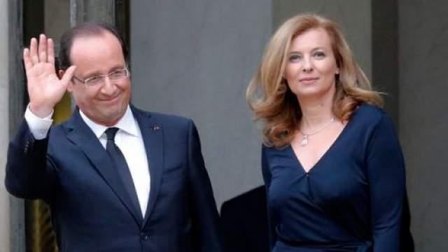 """После разрыва Олланд находился в гражданском браке с Валери Триервейлер. Она в прошлом журналистка, работавшая в журнале """"Paris Match"""". Именно из-за измены с ней Руаяль порвала с мужем. Валери младше Франсуа на десять лет."""