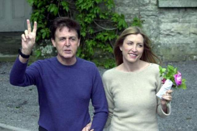 Уже через год после женитьбы Хизер родила музыканту дочку Беатрис. Однако брак оказался недолгим: в 2006 году пара подала на развод. Официально отношения были расторгнуты в 2008-м. Согласно решению суда, Пол Маккартни выплатил экс-супруге почти 49 миллионов долларов.