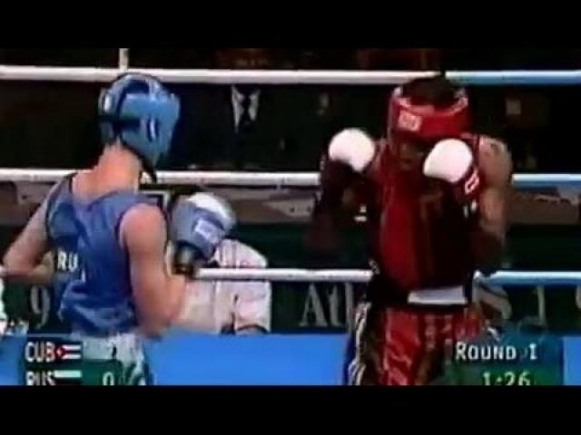 Российскому боксеру Тимуру Гайдалову действительно после боя подняли руку, но во всех других документах победителем числится кубинец Хуан Сиерра Эрнандес, проигравший в том поединке со счетом 3:5.