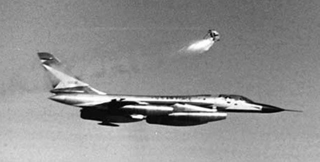 """Испытания продолжались до 1962 года, капсула доказала свою эффективность и надежность, и была установлена на все """"Хастлеры""""."""