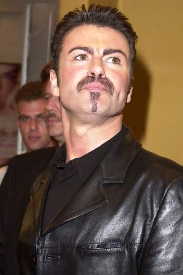А обнародование скандальной новости о гомосексуальности британского певца Джорджа Майкла, напротив, весьма плачевно сказалось на продажах записей музыканта.