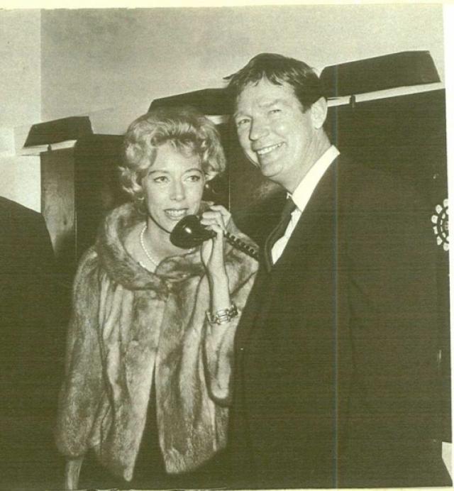 Уолтер убедил собственную супругу-художницу Маргарет Кин в том, что в 60-х годах ее картины лучше продавать под его именем, поскольку произведения женщины вряд ли купят.