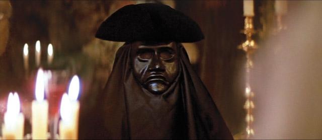 """""""Амадей"""" . Пугающий герой в маске предстает перед великим композитором в культовом фильме Милоша Формана."""