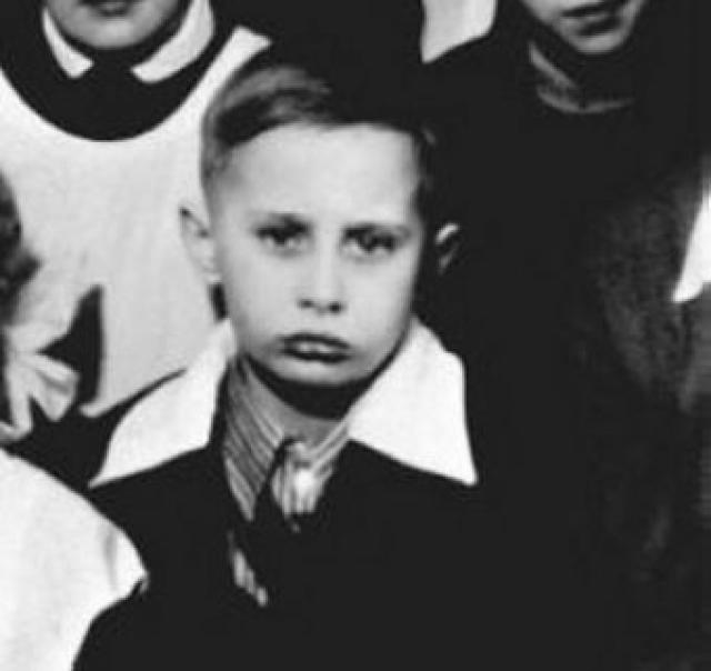 Борис Ельцин учился хорошо, а вот поведение хромало: будущий политик дерзил и конфликтовал с учителями.