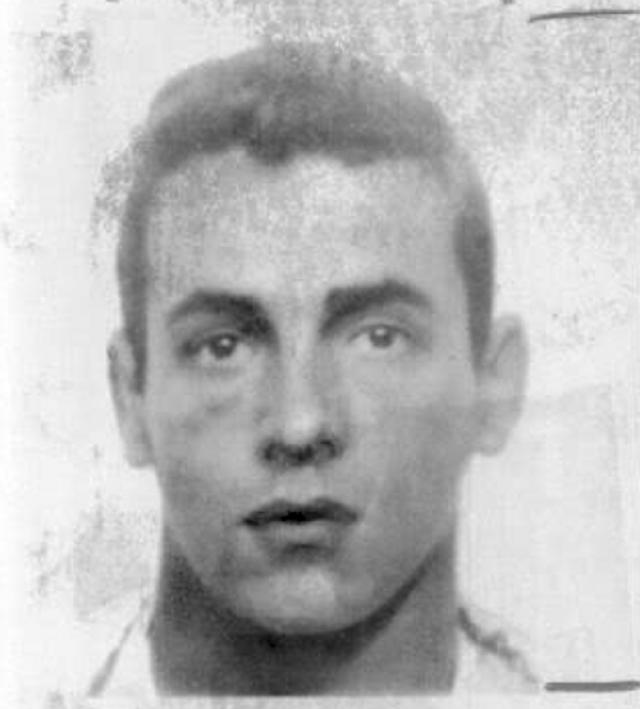 Хулиганство в крупных размерах. В 1968 году американец Лоуренс Родс, совершивший к тому моменту ограбление в Западной Вирджинии, поднялся на борт самолета авиакомпании Delta в аэропорту города Тампа. На пути в Уэст-Палм-Бич он вдруг решил приставить пистолет к голове стюардессы и потребовать отвезти его в Гавану.
