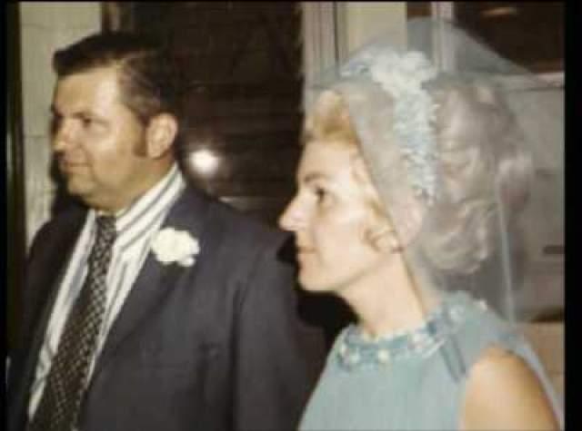"""Кэрол Хофф, вторая жена """"Клоуна-убийцы"""". Это школьная подруга маньяка. У нее уже было двое детей к моменту их женитьбы в 1972-м году, когда он вышел из тюрьмы."""