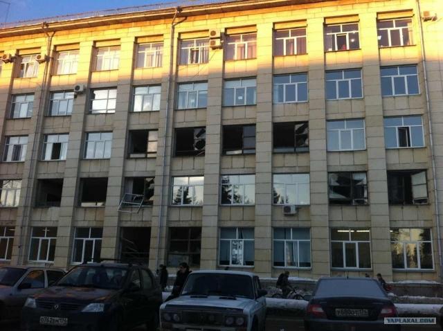 К счастью, никто не погиб, но по числу пострадавших - 1613 человек - падение этого метеорита не имеет аналогов в мировой документированной истории. Ударная волна также повредила здания. Материальный ущерб по разным оценкам составил от 400 миллионов до 1 миллиарда рублей.