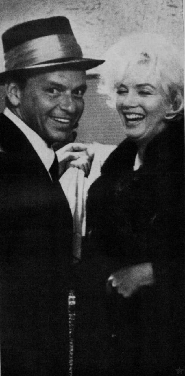 """Вот как вспоминает горничная актрисы Лене Пепитоне эпизод, как Синатра заехал за Мэрилин, чтобы забрать ее с собой. """"Он извлек из кармана коробочку, и украсил уши Мэрилин парой изумрудных сережек. Они поцеловались с такой страстью, что я смутилась и почувствовала себя лишней""""."""