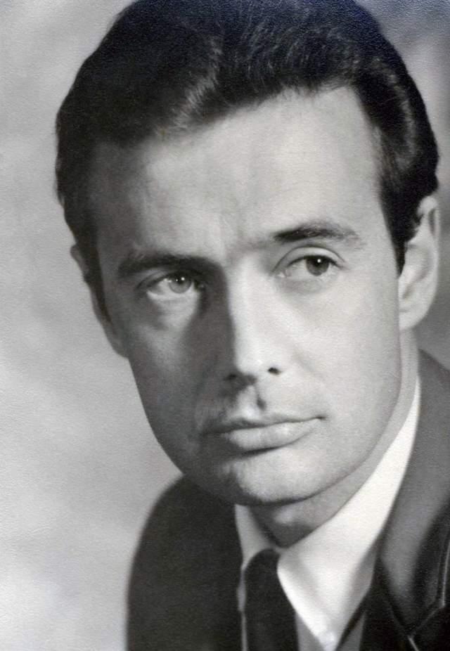 Дик Клэр Джонс был продюсером, актером и писателем, который также очень интересовался крионикой и был членом Калифорнийского общества крионики.