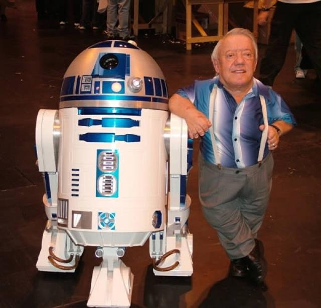 Кстати, только он и Энтони Дэниелс (C-3PO) – единственные актеры, которые снялись во всех этих шести лентах.