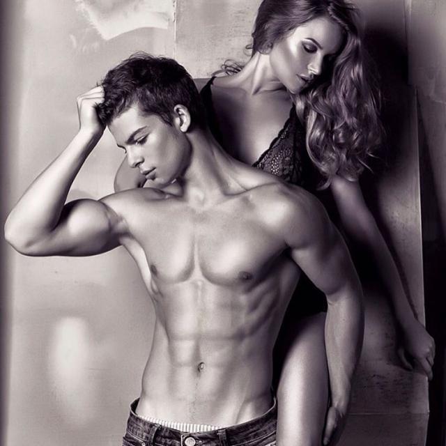 """Сейчас юноша снимается для питерского агентства Mavrin Models, с которым связаны скандальные обвинения со стороны Роспотребнадзора в """"гей-пропаганде""""."""