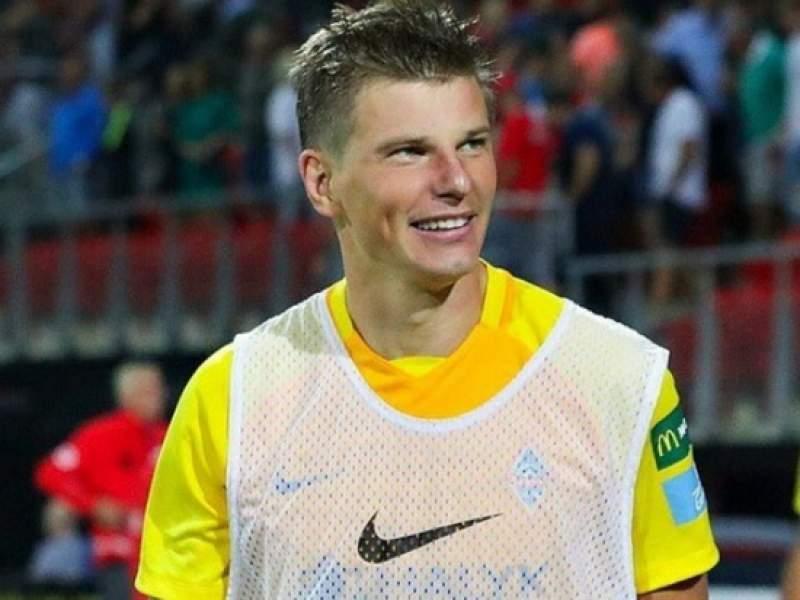Футболист Андрей Аршавин стал курьером для пенсионеров