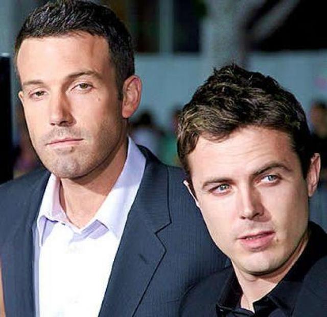 Он регулярно снимается и даже был номинирован на Оскар. Но, признайтесь, кто из двух братьев вам знаком?