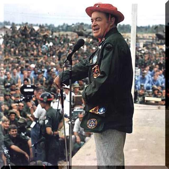 Хоуп множество раз выступал в местах военных действий перед военнослужащими, в частности, в Корее и Вьетнаме.