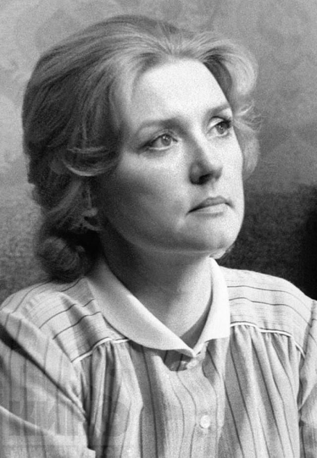 Позже она продолжила сниматься, в основном с мужем и у мужа - режиссера Владимира Меньшова. Сейчас актриса с 2009 года руководит совместно с мужем актерско-режиссерской мастерской во ВГИКе.