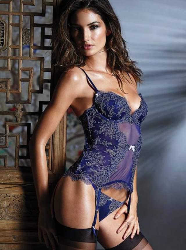 В 2010 году она была причислена к ангелам Victoria's Secret, а совсем недавно стала лицом компаний XOXO и Provocativ.