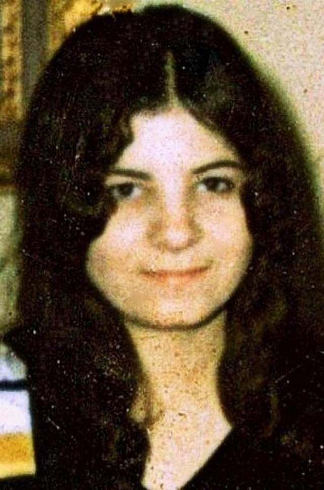 Мужчина заявил в полицию, и после недолгих поисков удалось обнаружить останки тела, которому принадлежала страшная находка. Погибшей была Жаннетт ДеПальма, девочка-подросток, считавшаяся на тот момент пропавшей без вести уже в течение шести недель.