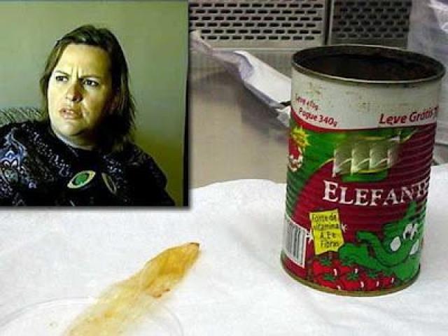 Синтия Майерли из Бразилии утверждает, что нашла использованный презерватив в банке томатной пасты.