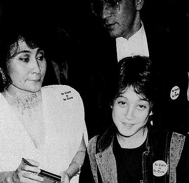 """Йоко Оно, Шон Леннон и дизайнер Сэм Хавадтой , который стал после смерти """"битла"""" ее супругом."""