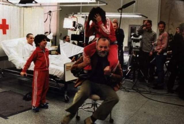 Королевская семья Тененбаумов Билл Мюррей, Грант Розенмайер и Иона Меерсон хулиганят в больнице.