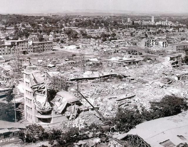 Землетрясение в Таншане. 28 июля 1976 года произошло землетрясение магнитудой 8,2 по шкале Рихтера. Оно считается крупнейшей природной катастрофой XX века. В 3:42 по местному времени город был разрушен сильным землетрясением, гипоцентр которого находился на глубине 22 км.