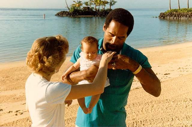 Дочь Симпсона и Маргарет Уитли утонула в домашнем бассейне незадолго до своего второго дня рождения.