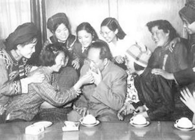 Чаще всего ими становились девушки из простых крестьянских семей, причем шли они на это не по принуждению. Они боготворили Мао: соитие с Председателем было для них каким-то небывалым чудом.