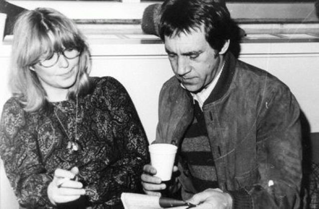 Прощая Владимиру Семеновичу мимолетные интрижки, она привозила ему из Парижа абсолютно все - начиная от джинсов, и заканчивая мебелью и бытовой техники для загородного дома.