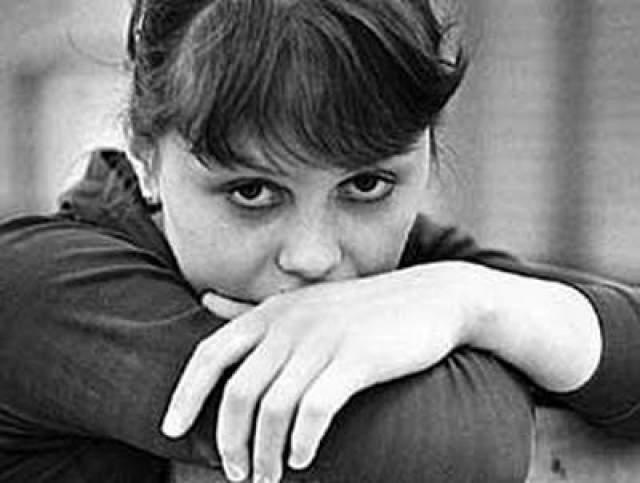 Один из ее наставников, Михаил Клименко был очень жестким специалистом и торопился делать из своих учениц чемпионов. Первый раз, работая с ним, тяжелую травму Мухина получила в 15 лет: на Спартакиаде народов СССР она травмировала шейные позвонки.