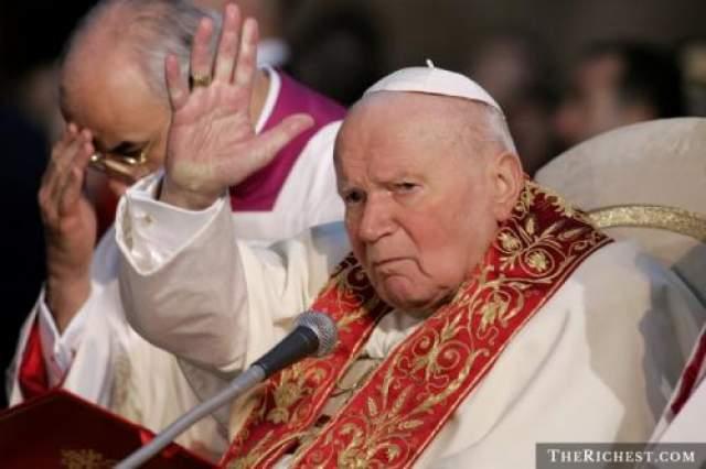 Иоанн Павел ll 13 мая 1981 года правление Иоанна Павла ll чуть было не оборвалось в результате покушения на ватиканской площади св.Петра.
