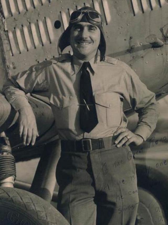 """8 июля 1965 года на съемочной площадке фильма """"Полет Феникса"""" снимали сцену крушения самолета. Трюк выполнял пилот-гонщик и каскадер Пол Мантц. Самолет Tallmantz Phoenix P-1 был сконструирован специально для фильма."""