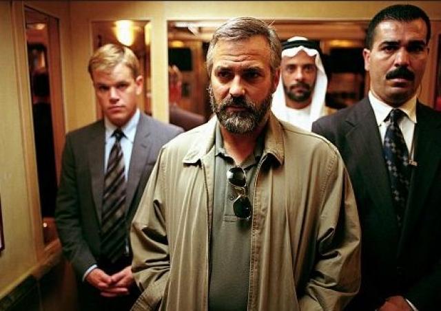 """Джордж Клуни. Выполняя трюк на съемках политического триллера """"Сириана"""" в 2004 году актер получил серьезную травму позвоночника."""