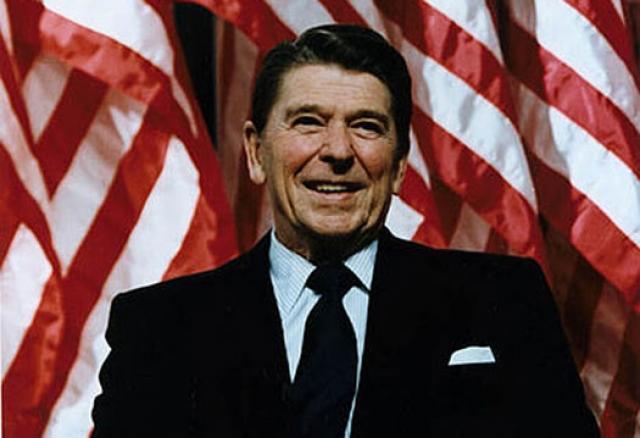 Рейган, хотя и начинал свою карьеру как демократ, позже вошел в Республиканскую партию и как ее представитель дважды избирался губернатором Калифорнии и дважды - президентом США.